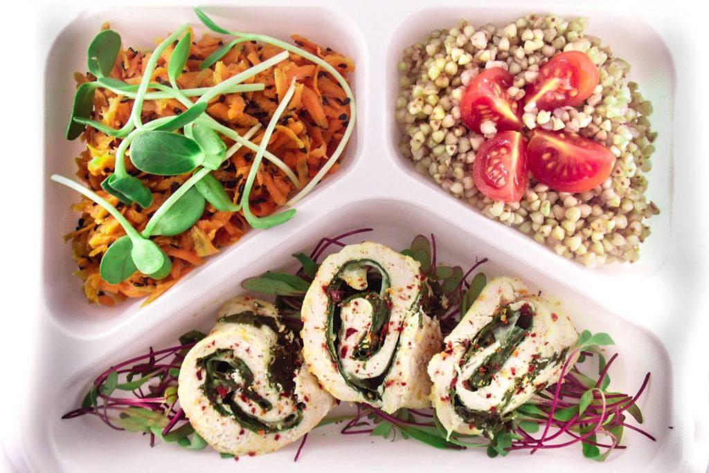 catering - zestaw obiadowy, roladki drobiowe