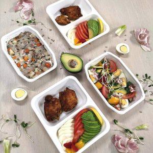 4 pudełka cateringowe wchodzą w zestaw diety keto