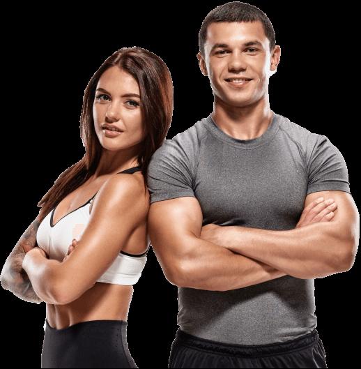 wysportowana kobieta i mężczyzna w strojach sportowych stoją oparci o siebie